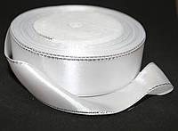Лента атласная с люрексом серебро. Цвет - белый. Ширина - 2,5см, длина - 23м