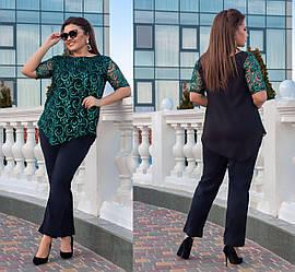 Ошатний жіночий стильний костюм з блискучою блузою і укороченими брюками, батал великі розміри