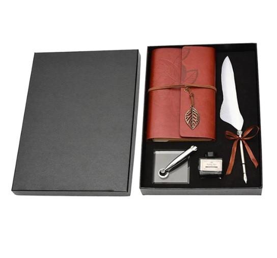 Подарочный набор, перьевая ручка c блокнотом и принадлежностями в боксе.