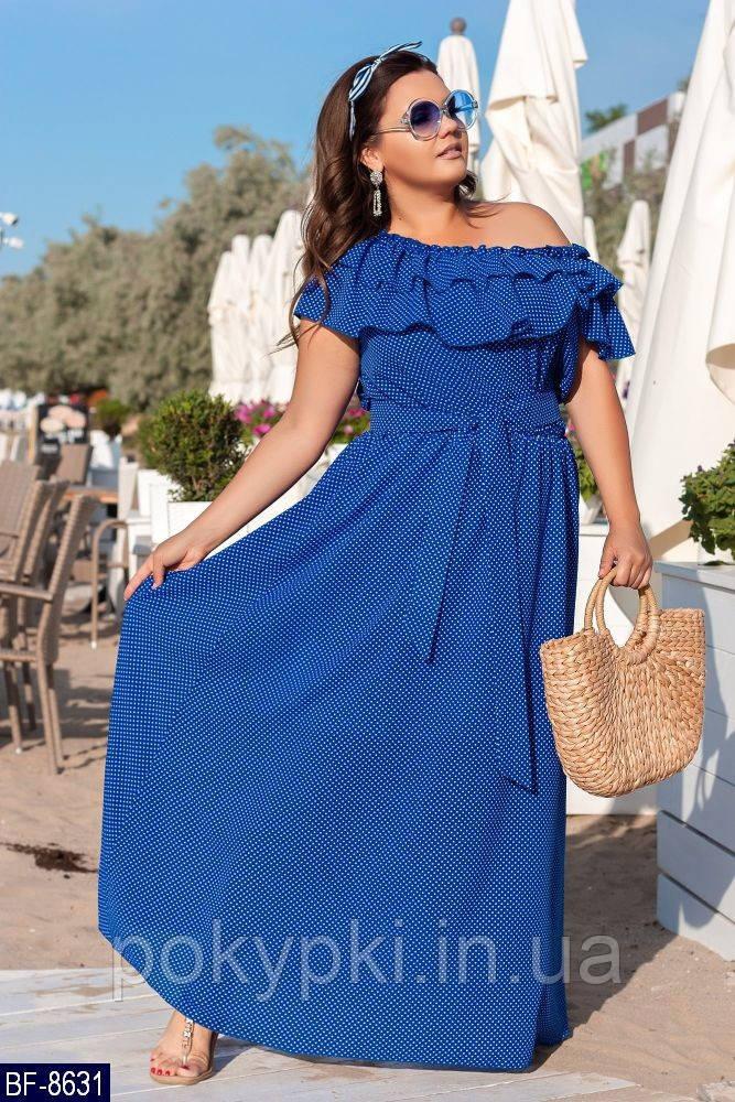 9e1495f88f9d0e5 Стильное летнее платье в пол с открытыми плечами с поясом на полных дам  синее в мелкий