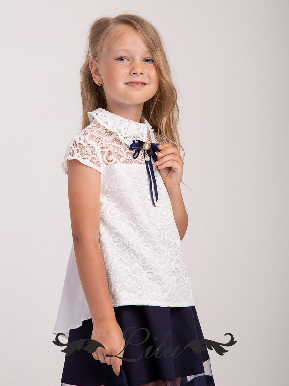 Блуза с воротником и стильной брошью  .Размер 128-146.