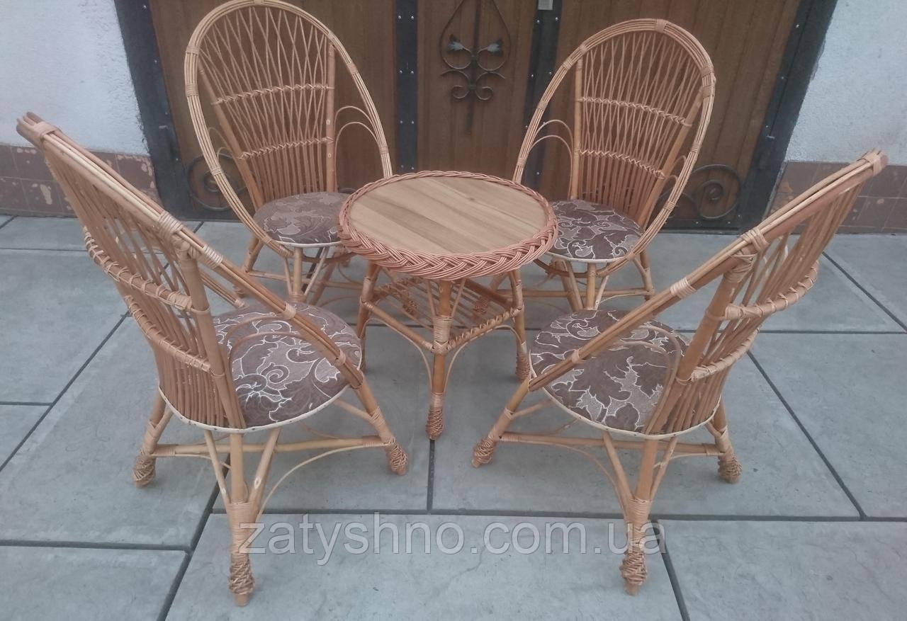 Кресла с мягким сиденьем  с круглым столом