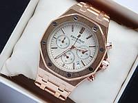 Кварцевые наручные часы Audemars Piguet (реплика) золотого цвета с белым циферблатом, хронограф, фото 1