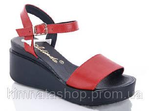 Женские кожаные босоножки красные, на танкетке, 37 р