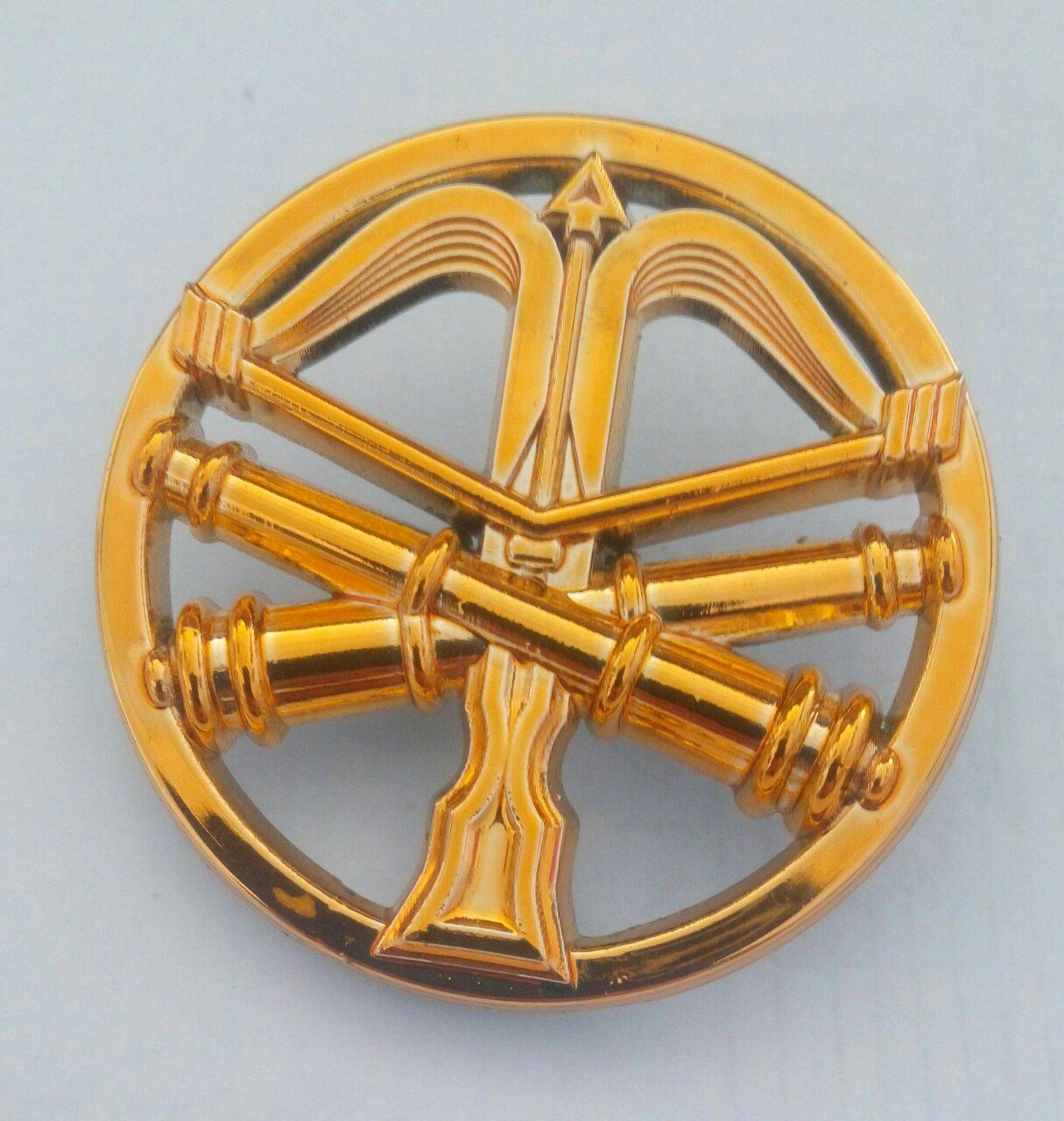 Кокарда артиллерии золото пластик