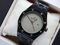 Кварцевые наручные часы Audemars Piguet (реплика) черного цвета, бежевый циферблат, дата, фото 1