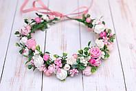 Веночек бело-розовый с цветами и зеленью