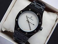 Кварцевые наручные часы Audemars Piguet (реплика) черного цвета, белый циферблат, дата, фото 1
