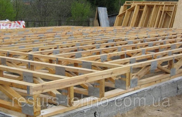 Нужен ли фундамент под деревянный дачный домик
