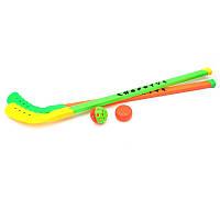 Хоккейная клюшка с шайбой и мячиком