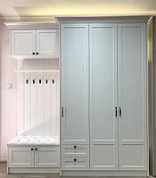 Прихожая белая с крючками и зеркалом внутри шкафа с мдф фасадами и карнизом, фото 1