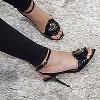 Босоніжки жіночі з натуральної лакової шкіри на високому каблуці шпилька чорні, фото 1