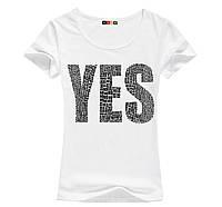 Стильна жіноча футболка з принтом YES