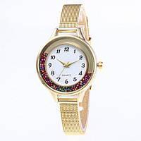 Женские часы с металлическим ремешком