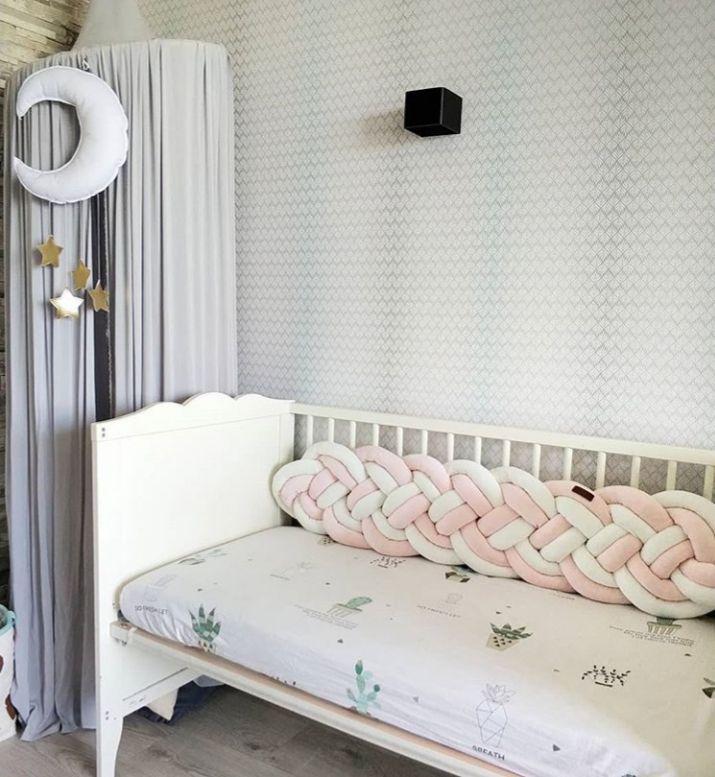 Захисний бортик-коса в дитяче ліжечко в чотири подвійні пасма (колір на вибір)