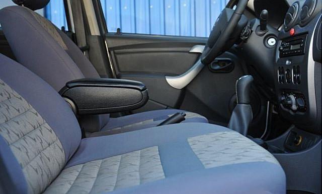 Подлокотник Dacia Duster 2011- /черный/