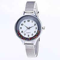 Женские часы с металлическим ремешком серебристые