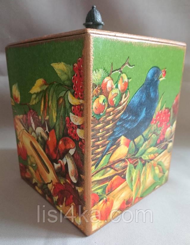 Деревянная емкость для сыпучих продуктов с изображением урожая зеленого цвета