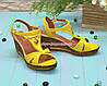 Женские кожаные босоножки на невысокой платформе, цвет желтый, фото 3