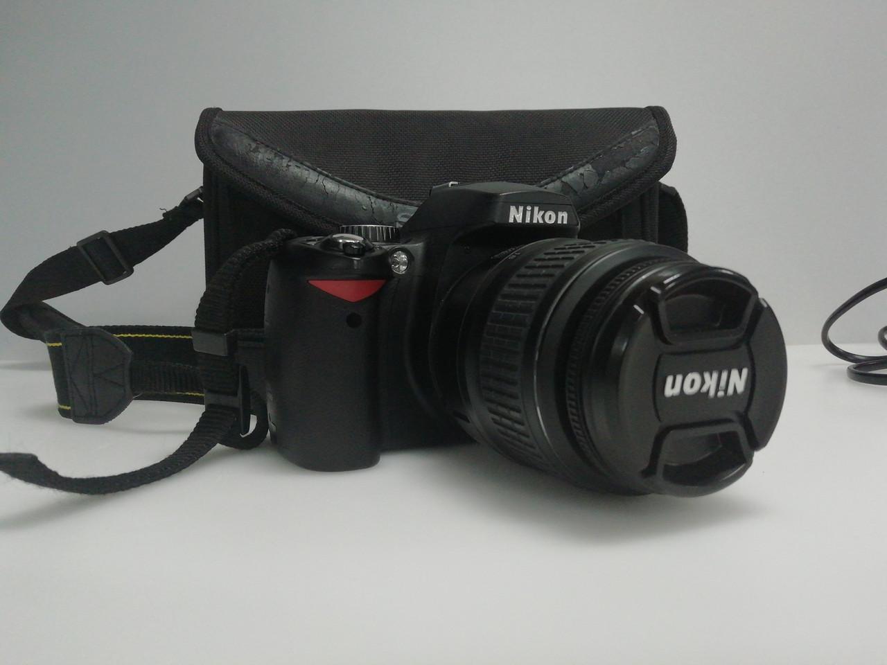 Nikon D60 c объективом Nikon 18-55mm маленький пробег