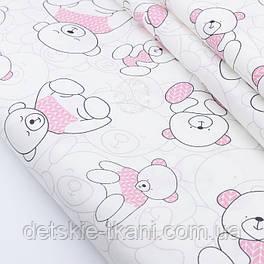 """Сатин шириной 160 см """"Мишка в розовом свитере"""" на белом с оттенком айвори № 2316с"""
