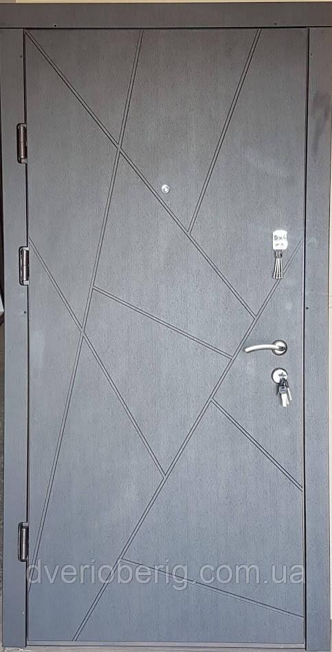 Входная дверь модель П4-AБСТРАКЦИЯ венге / белая текстураое дерево