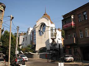 Частный дом в г. Днепропетровске в пер. Баррикадный, 1 1