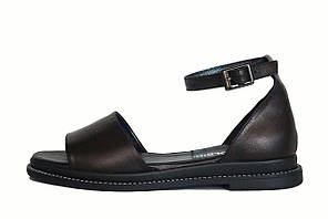 Босоножки черные кожаные с ремешком