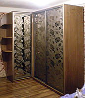 Шкаф-купе угловой с рисунком под шторы