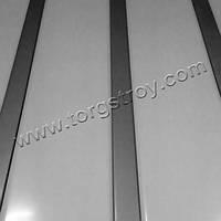 Реечный потолок: белый со вставкой металлик
