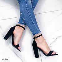 Женские черные замшевые босоножки с ремешком  на высоком каблуке