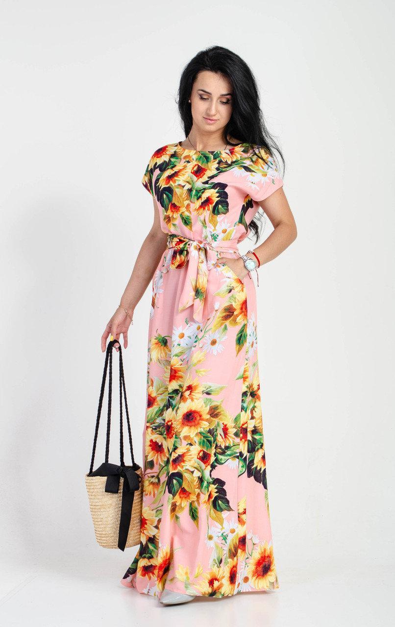Розовое длинное платье в пол с красивым цветочным принтом