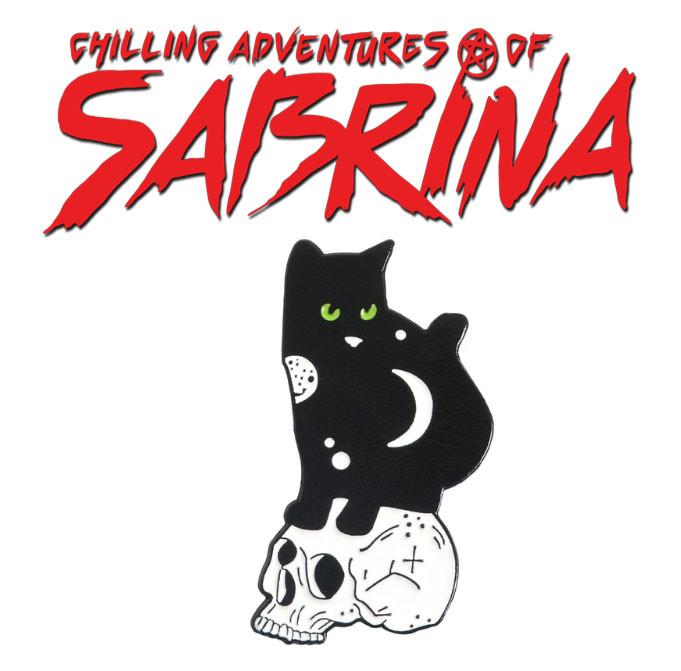 Брошь пин значок черный кот на черепе Леденящие душу приключения Сабрины