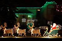 Наружное украшение домов гирляндами, световое оформление, новогодняя иллюминация зданий