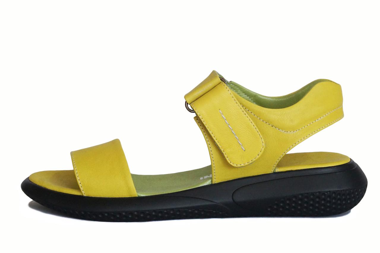 Желтые кожаные босоножки
