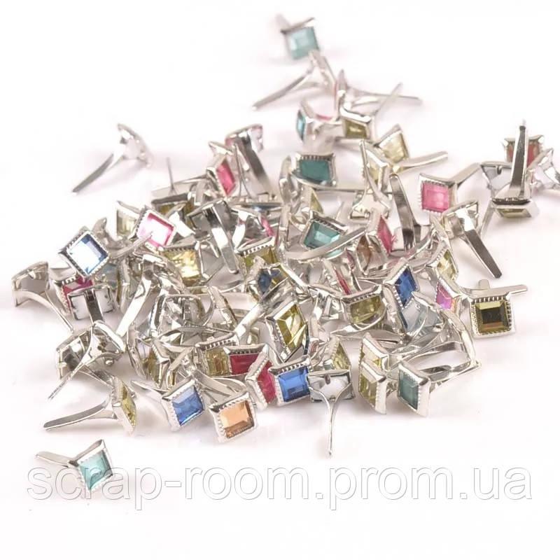 Брадсы квадратные 7 мм, брадсы металлические серебро со стразами смешанные цвета 7*15 мм, брадсы со стразами