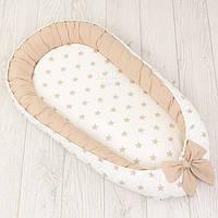 Кокон-гнёздышко для младенца со съёмным чехлом Asik Звёзды бежевого цвета на белом фоне (КГ-8)