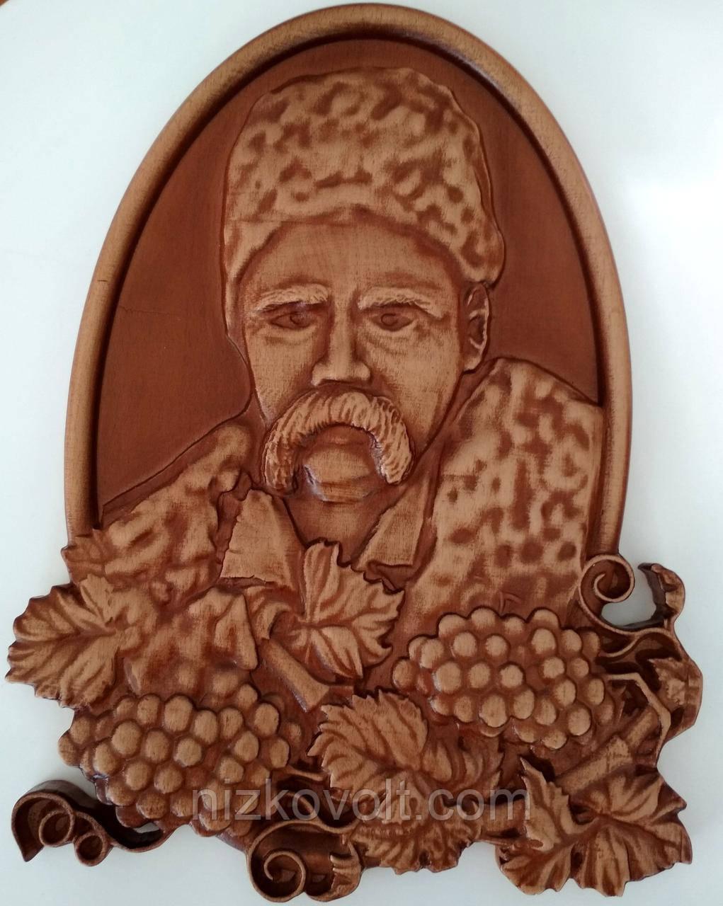 Резное панно с Тарасом Шевченко (портрет) 200х270х18 мм