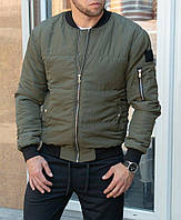 Мужская Утепленная куртка бомбер зеленого цвета