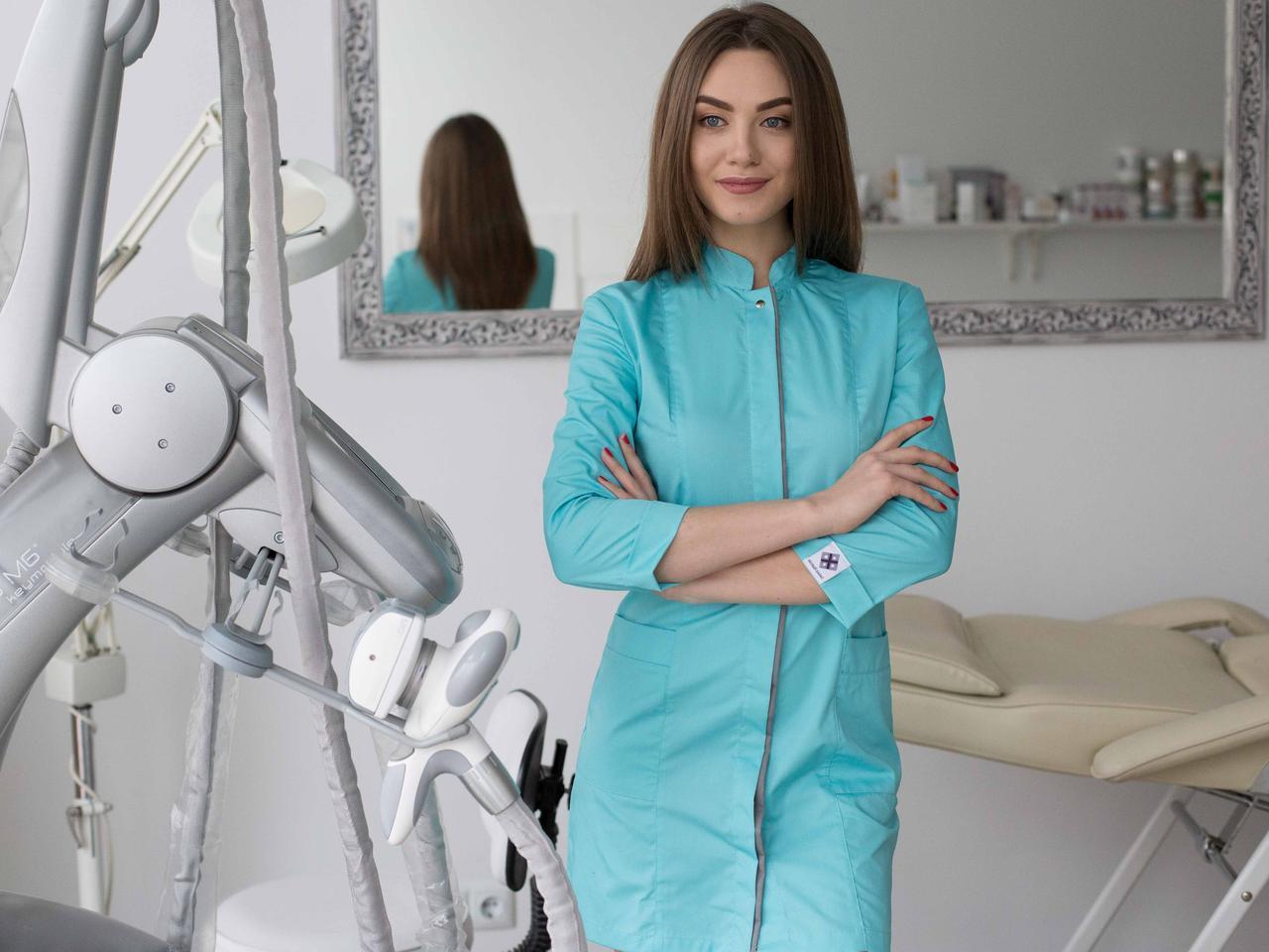 Жіночий медичний халат Сакура м'ятний - сірий