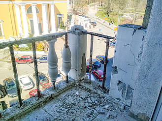 Наглядно о том, почему не надо ставить балюстраду из обычного бетона под покраску! 3