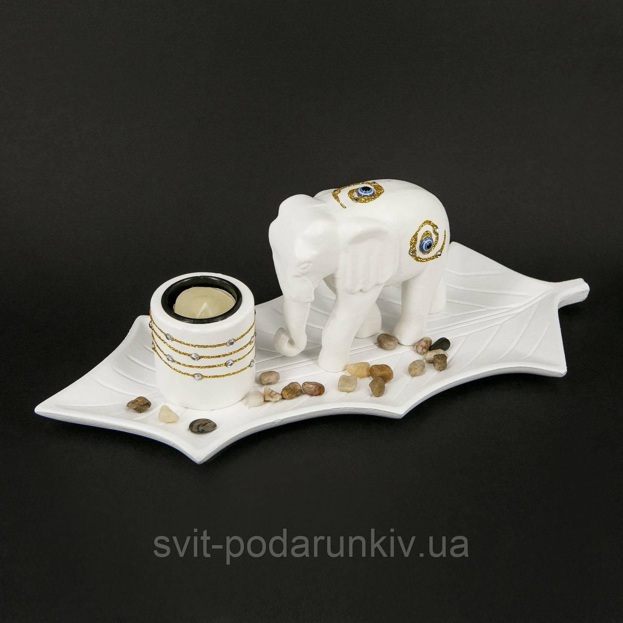 Подсвечник керамический со слоном на спине которого оберег кошачий глаз GHS190
