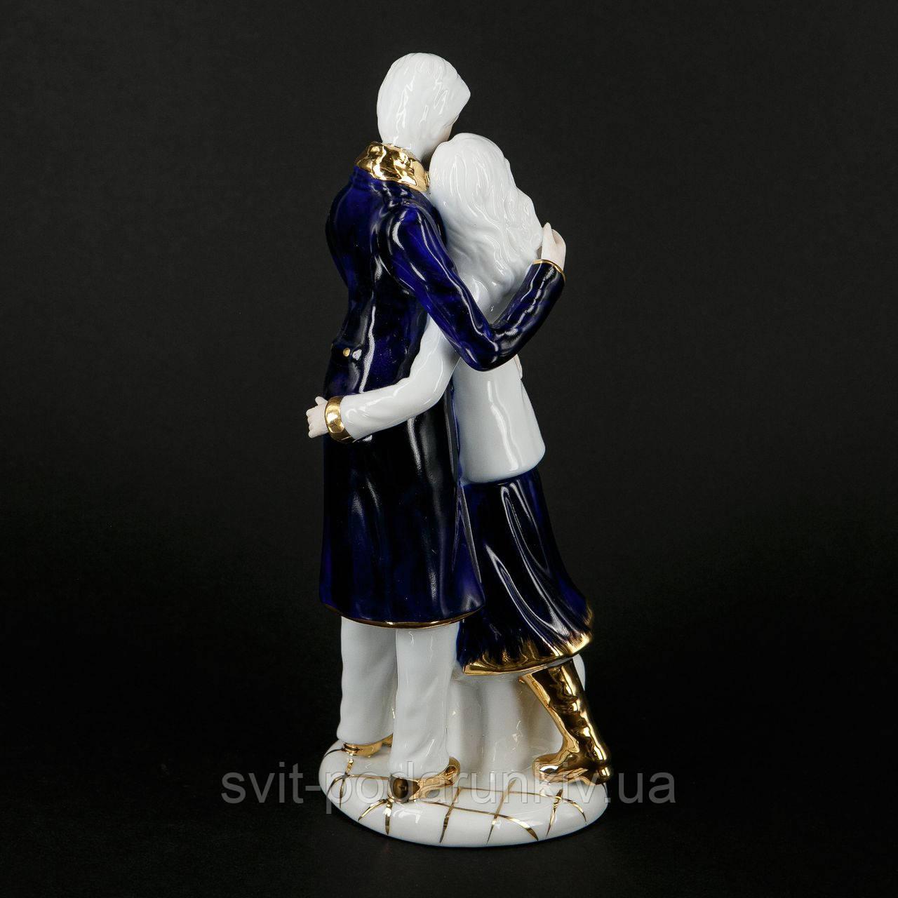 статуэтка мужчины и женщины
