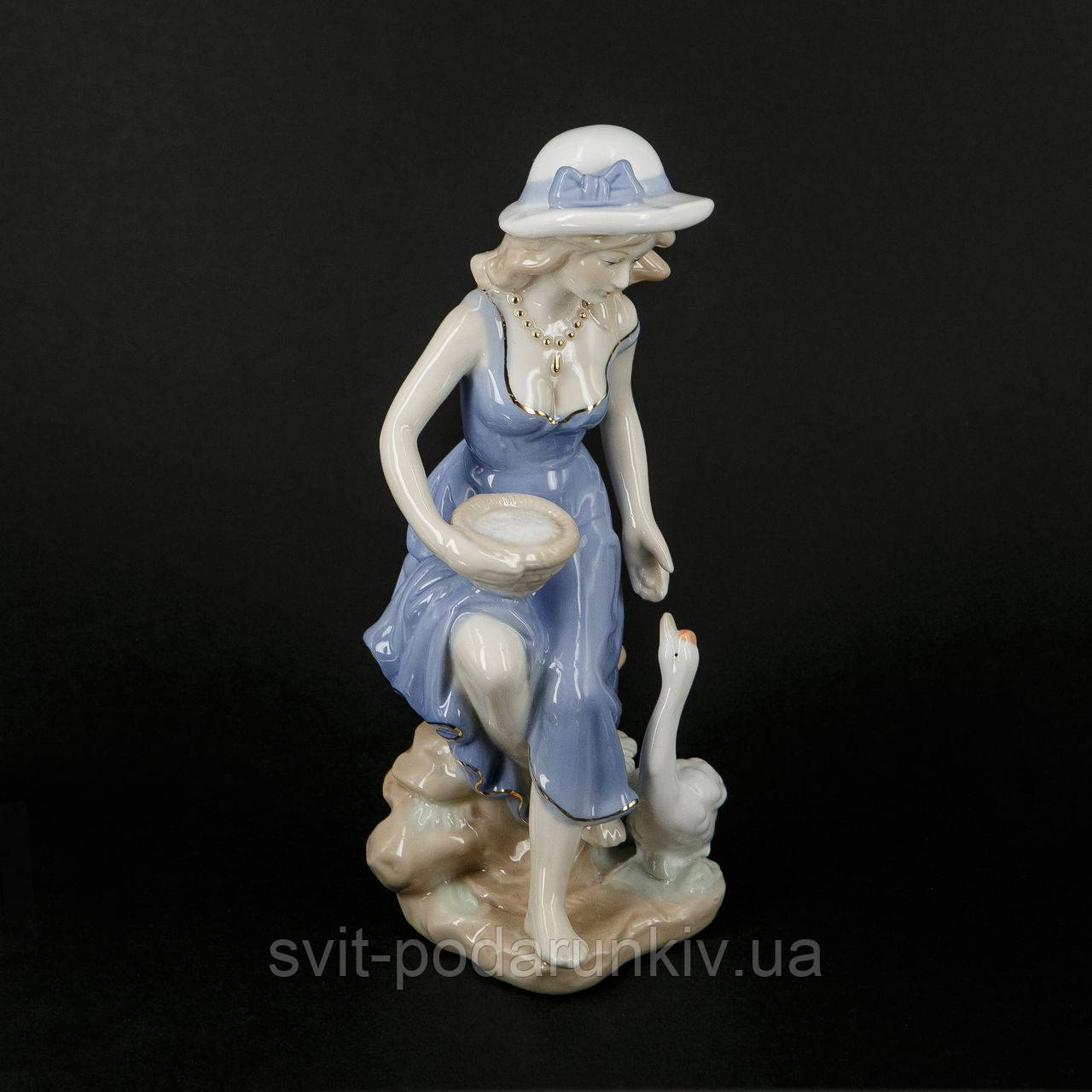Фарфоровая статуэтка девушки и лебедя S0746