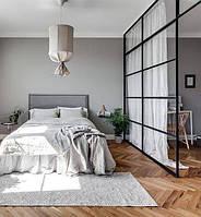 Зонирование спальни. Стеклянная перегородка для зонирования комнаты со шторой