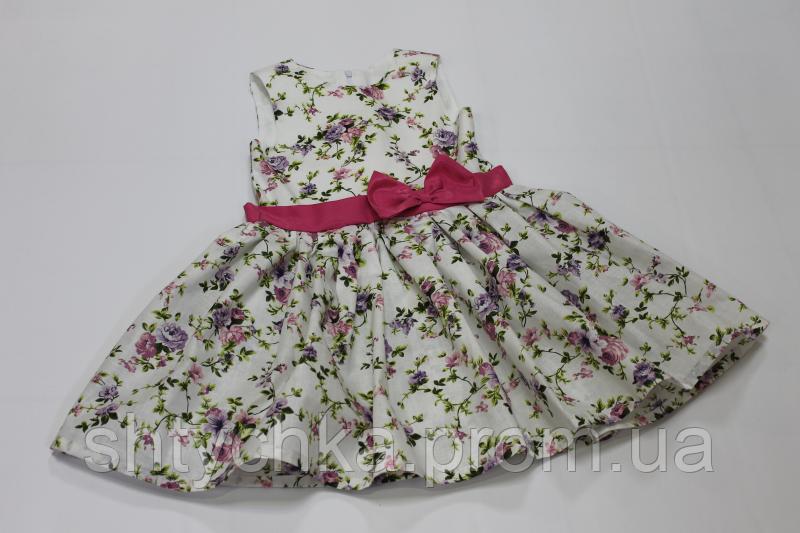 Платье на девочку без рукавов в цветочек с малиновым поясом