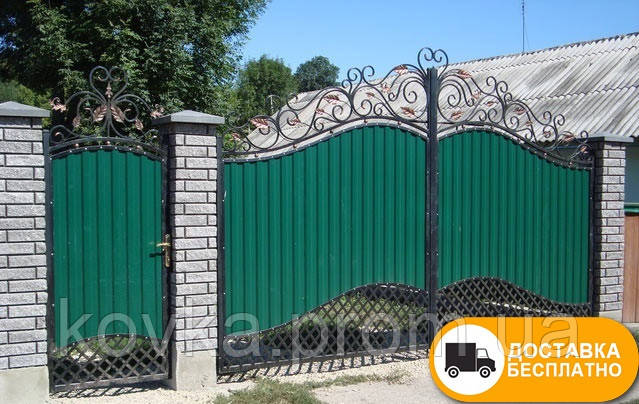 Распашные ворота с калиткой, с ковкой и профнастилом, код: Р-0195