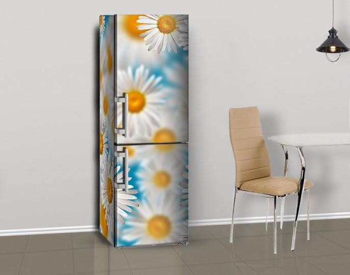 Магнитная наклейка на холодильник Белые ромашки на голубом фоне (виниловый магнит), 600*1800 мм, Лицевая