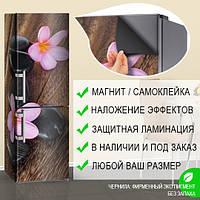 Магнитная наклейка на холодильник Фиолетовые цветы и черные камни доски, виниловый магнит, 600*1800 мм, Лицевая