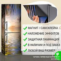 Магнитная наклейка на холодильник Блики на морской воде и лист пальмы, виниловый магнит, 600*1800 мм, Лицевая